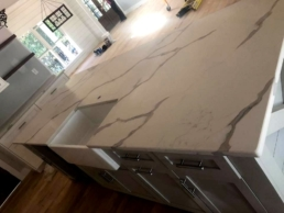 atlanta-calacatta-venato-quartz-kitchen